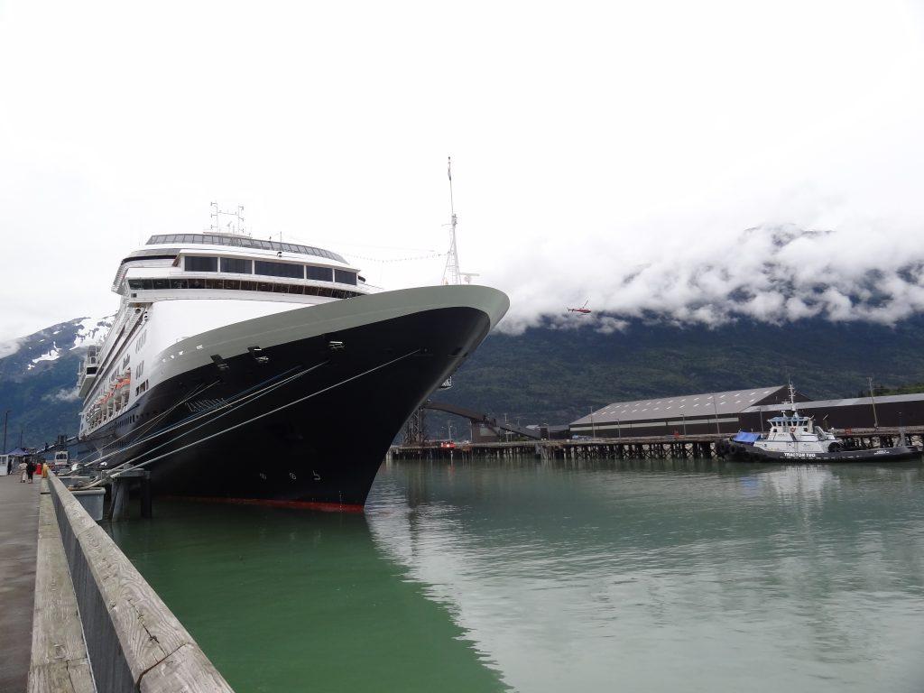De indrukwekkende cruiseschepen in Skagway