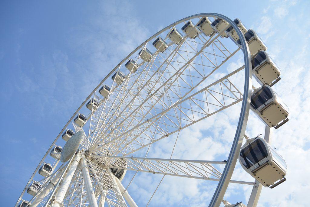 Het reuzenrad op de pier in Scheveningen