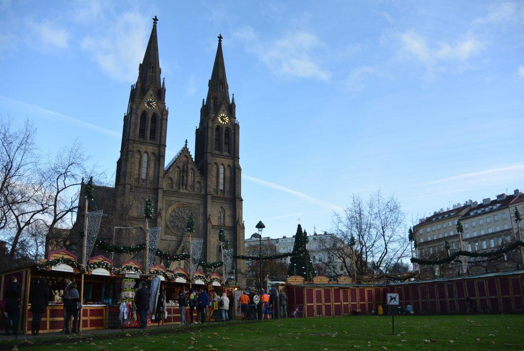 Kerstmarkt bij Namesti Miru